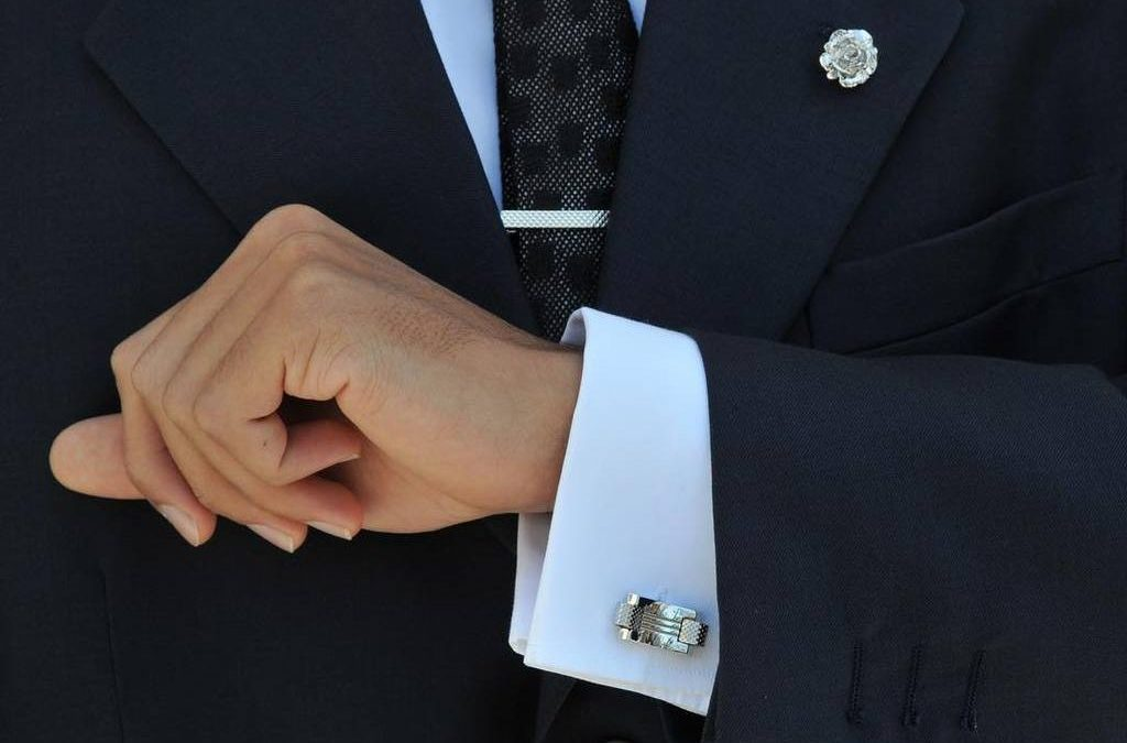 How to wear Cufflinks like a gentleman
